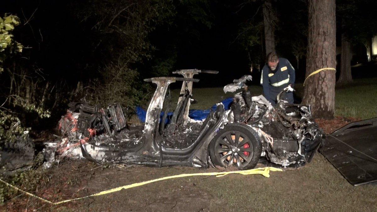 """Driverless"" Tesla crash in Texas wasn't actually driverless, NTSB says"