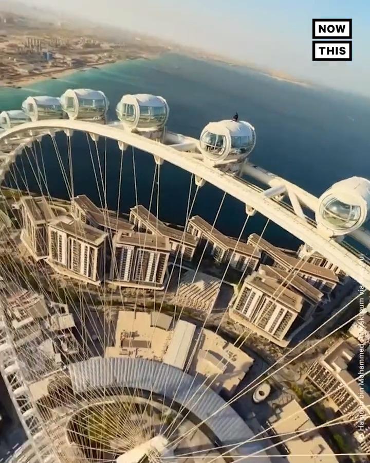 """250m yüksekliği ile """"Dünya'nın en büyük"""" dönme dolabı 21 Ekim'de açılmış. Dubai'nin gözbebeği  #AinDubai 'nin reklam filminde ise Dubai Veliaht Prensi Şeyh Hamdan bin Muhammed bin Raşid Al Mektum rol almış. Prens aynı zamanda şairmiş."""
