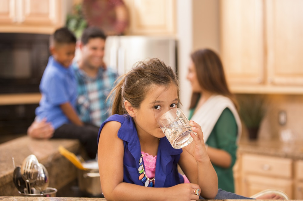 What's the sweetest drink for your smile? Tap water! 🚰 Learn how balancing the right amount of fluoride in tap water benefits everyone, regardless of age or socioeconomic status ➡ https://bit.ly/3bARgdB. #ValueWater