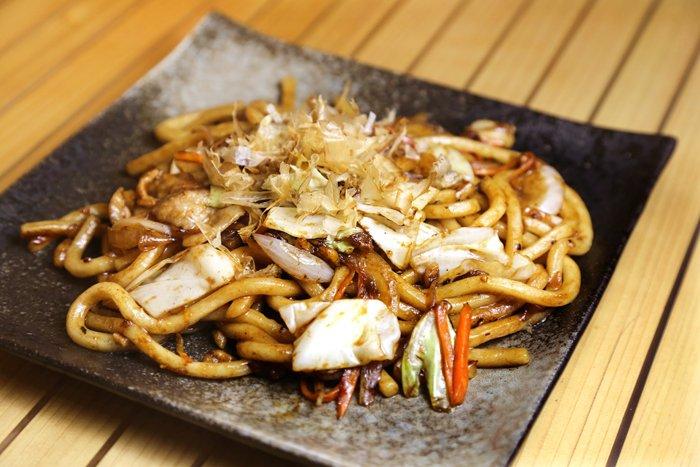 【#食べログ福岡】あと半日!今週もお疲れ様です!今日は北九州のソウルフードとも言える麺料理「焼うどん」をご紹介▶︎焼けたソースの香りに、うどんならではの喉越しがたまりません🤤🥢今夜の食事にいかがですか🍻?