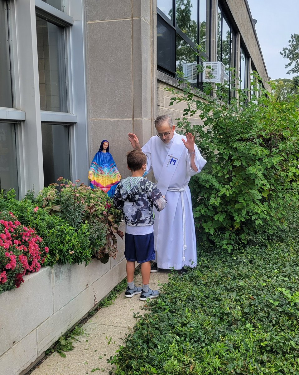 @olwschoolAH, it was my pleasure and honor! This Mary statue was broken and disregarded. But, with the dedication and skill of a mural artist, as well as the generosity of a benefactor, we are its fortunate recipients. Thank you, 2nd graders! #BlessedVirginMary, pray for us! https://t.co/lIZ30QxZz5