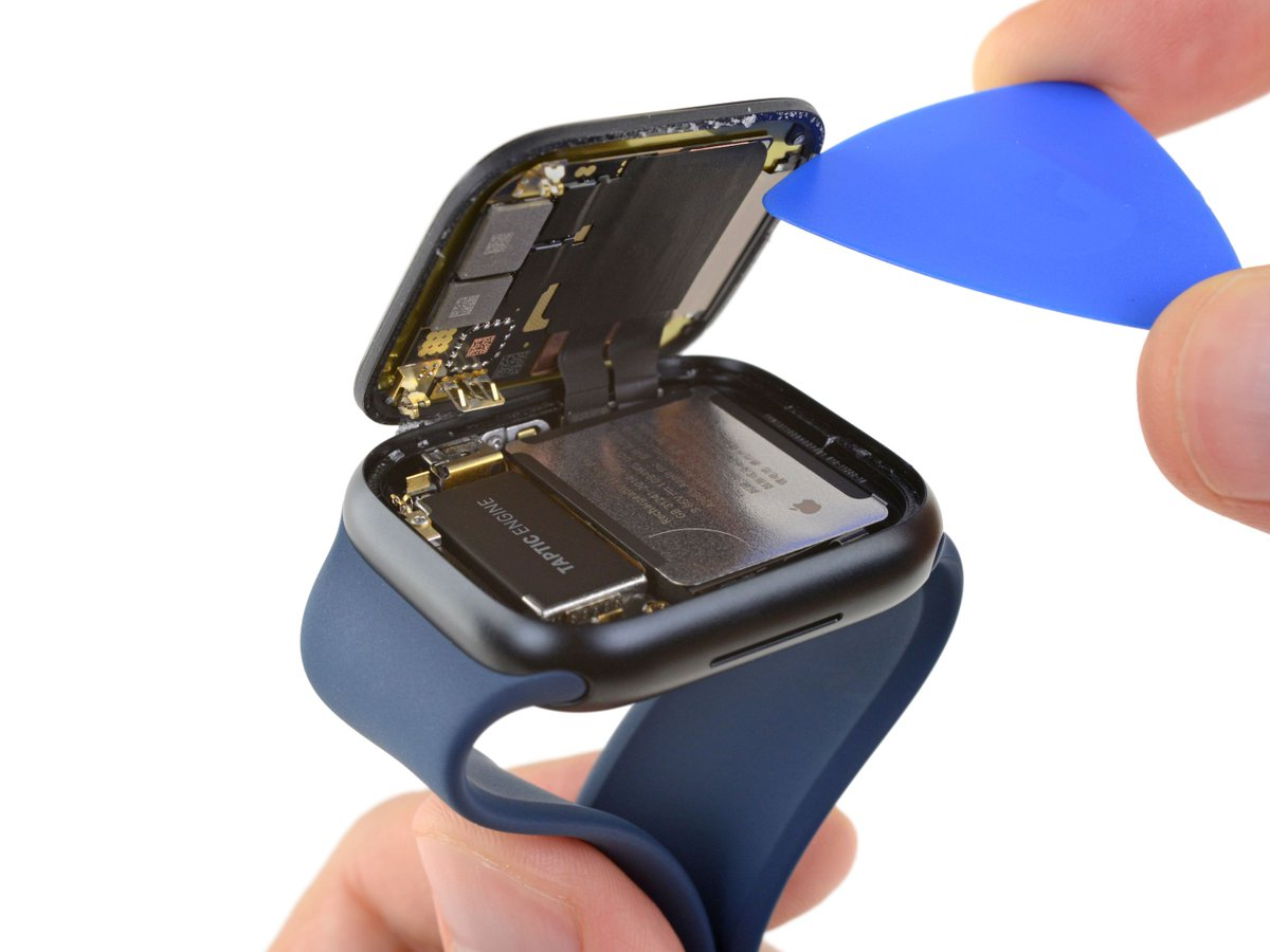 iFixit took a peek underneath the Apple Watch Series 7's larger display