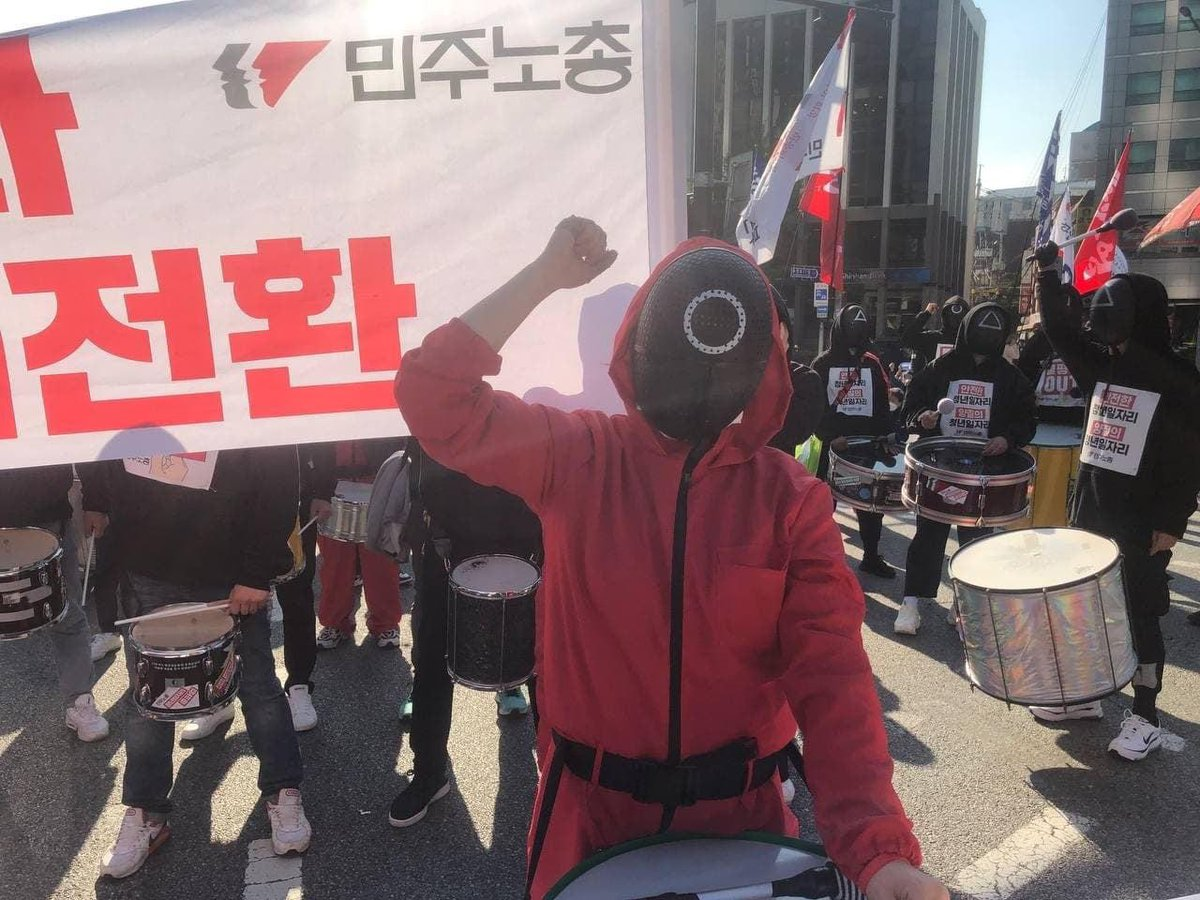 Can't help but notice while everyone else bought Squid Game costumes to use for Halloween, South Koreans used it to protest for workers' rights. Truly a model for organizing and demonstrating for workers worldwide.