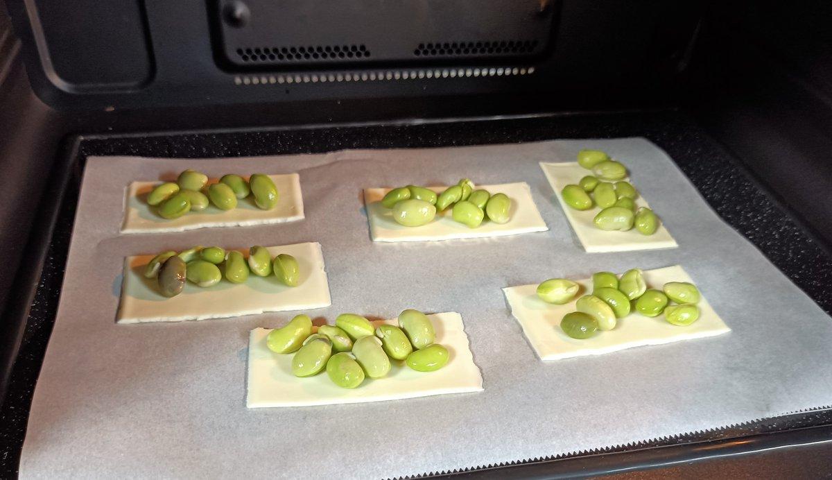 昨日の夜は、お家に残っていた枝豆をさやから出して簡単おつまみ🍷ちょっと疲れたので昨日は早めにダウン。今日もゆっくり休もう😴#枝豆 #チーズ #おつまみ #レンチンのみ