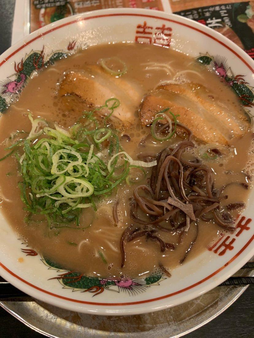 夜中のラーメンは美味しい🍜久しぶりに九州雄さん来店夜中の1時過ぎでも満席😆学生さんに紛れて濃豚骨ごちそうさまでした♪美味しかったー\( ´ω` )/#ラーメン#豚骨ラーメン九州雄  南草津