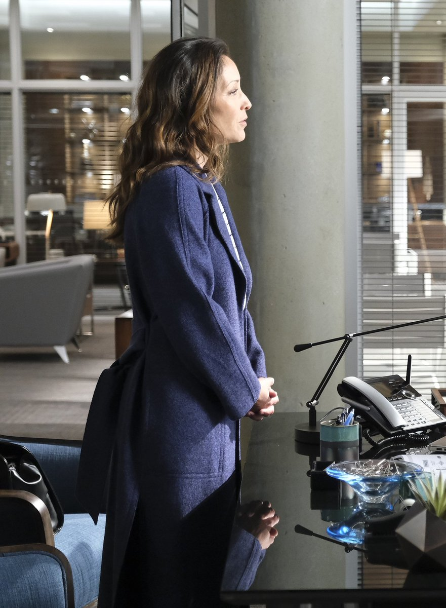 Her hair her side profile her hands oh #bosslady #thegooddoctor