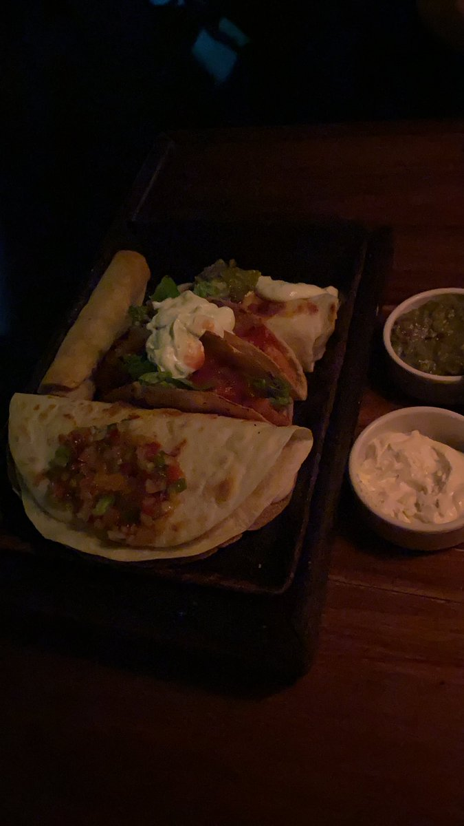 Gente eu fui no mexicano com meu melhor amigo, a gente comeu tanto, e bebeu 4 drink desses que eu voltei bêbado e morto de cheio pra casa gahahah