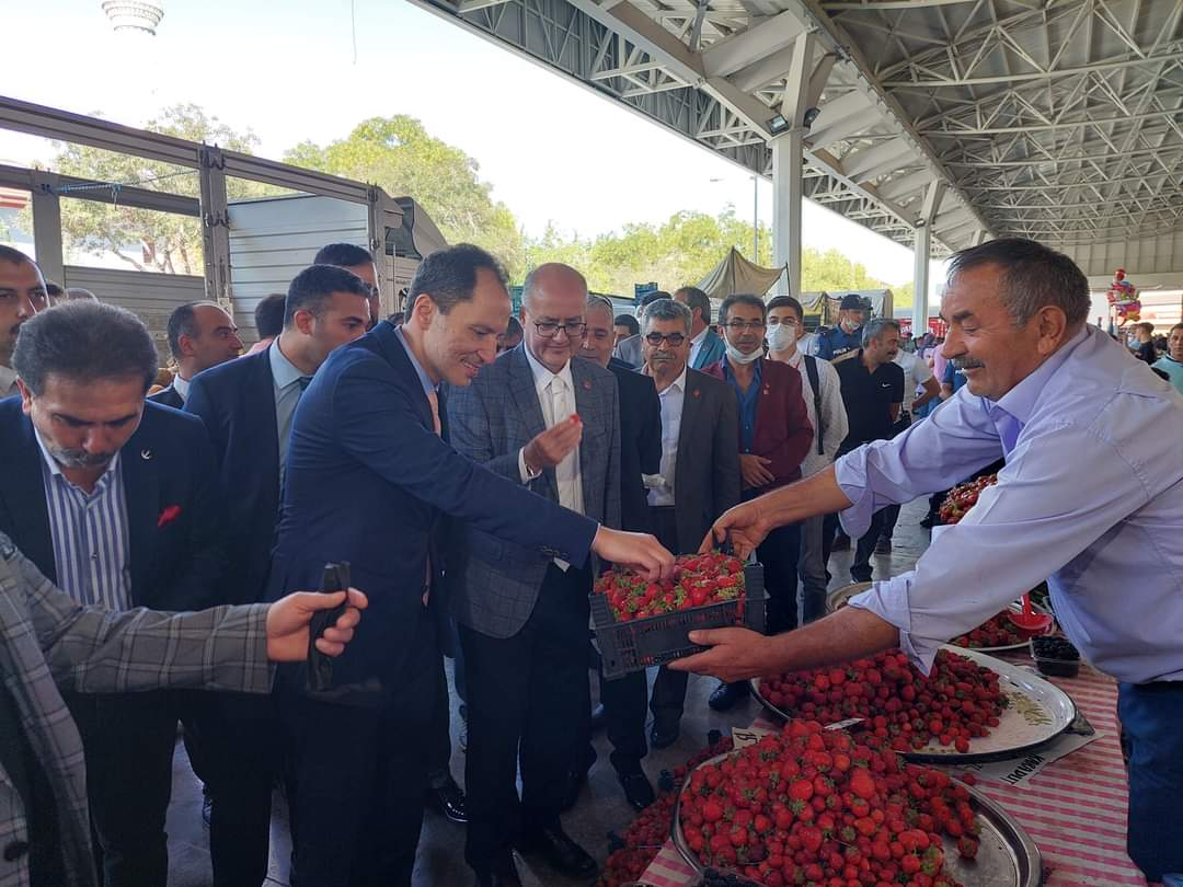 Yeniden Refah Partisi Genel Başkanı Dr. Fatih Erbakan a,  anahtarı alıp gelip teslim edeceksiniz. Bu yiğide teslim edeceksiniz. Başka yolu yok. H E M E N S E Ç İ M