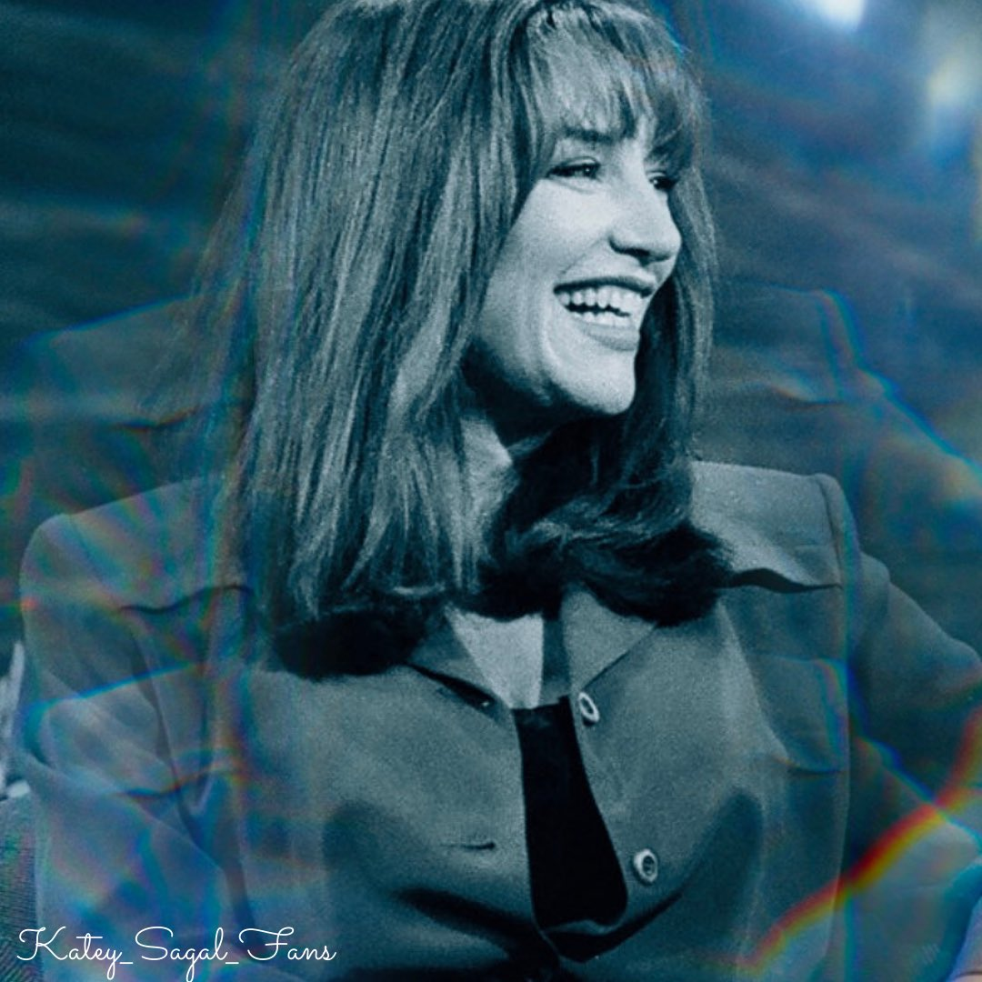 I absolutely love this picture of @kateysagal that was taken during her Interview on the Jay Leno show in 1992 💗✨ I edited it a bit 🥰 #kateysagal #fanart #fanartfriday #fanedit #beautiful #thenandnow #throwback #theconners #series #tv #actress @KateySagal