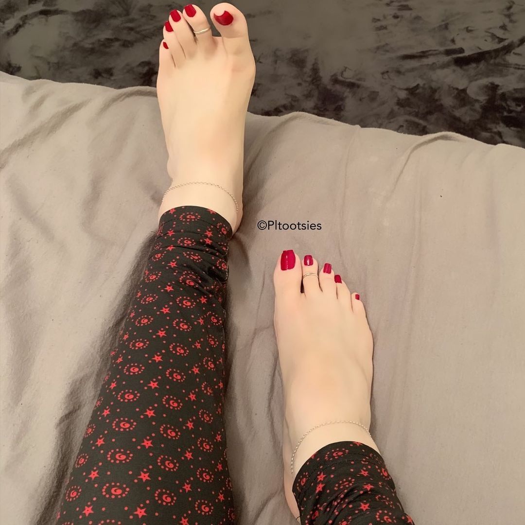 I love taking care of my tootsies 👣✨👑♠️  feet . footfetish . footfetishnation . pedicure . footworship . sexyfeet . softfeet . footgoddess . footmodel . Prettyfeet . prettytoes . toes . feetlovers . beautifulfeet . cutefeet . teamprettyfeet . Soles . Sexysoles