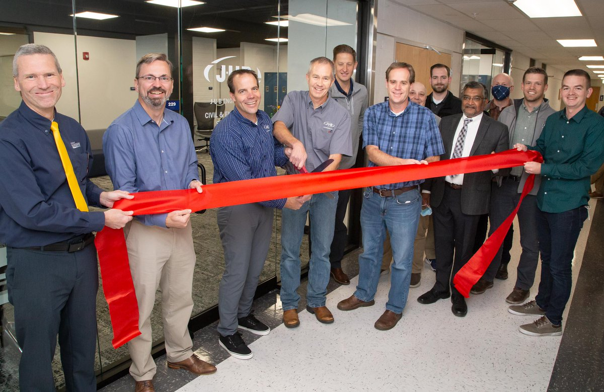 On Thursday we celebrated the opening of our new student study space, courtesy of J-U-B Engineers. We are so grateful for their support of our @USUAggies  engineering students. @DyerEngineering  #EngineeringStudents #USUAggies #AggieLife https://t.co/asSdrkj7rT