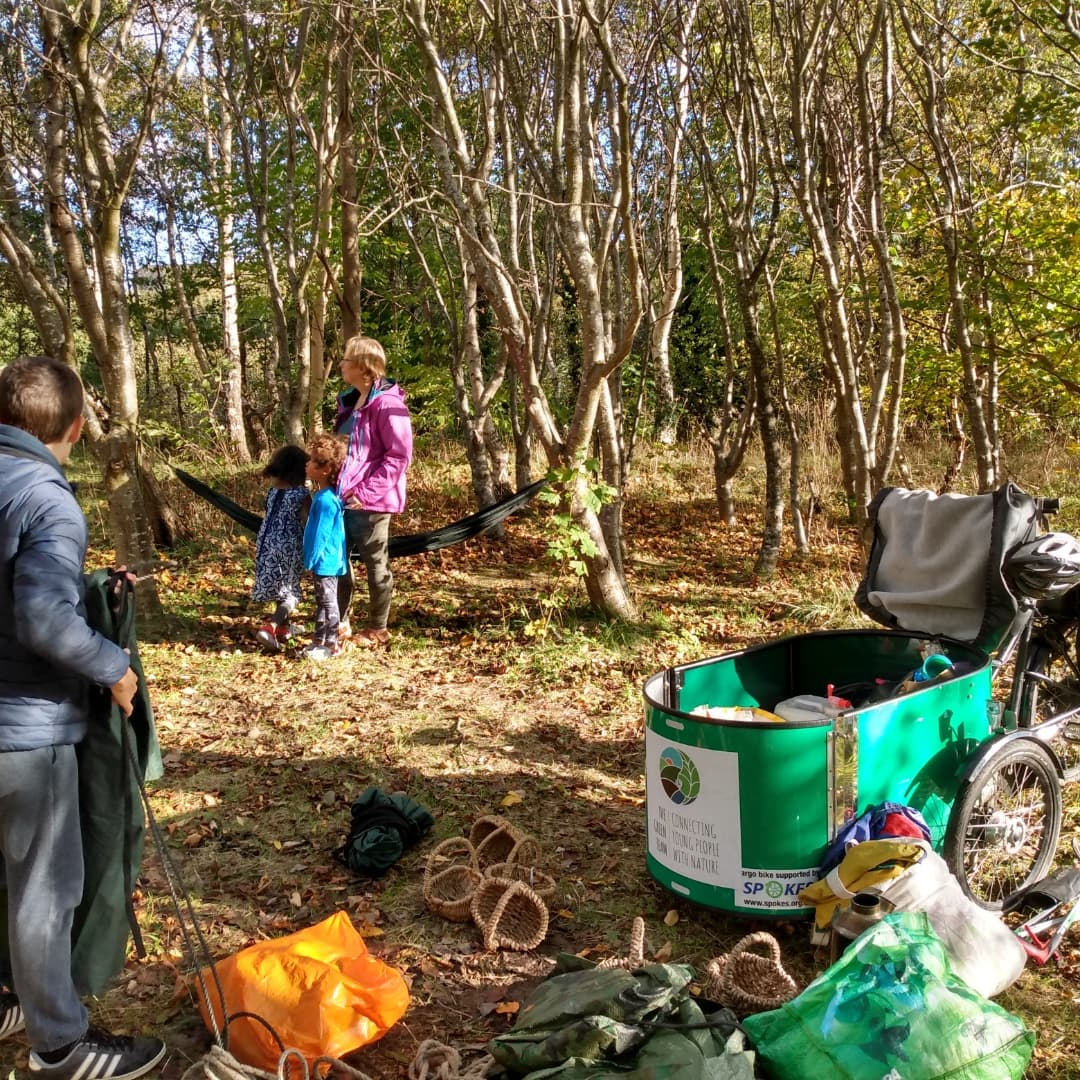 Another fantastic Natural Play Session last Friday with @GreenTeamEdin. Nothing says autumn quite like s'mores and hot chocolate 🍵🍂, and lots of fun building dens!