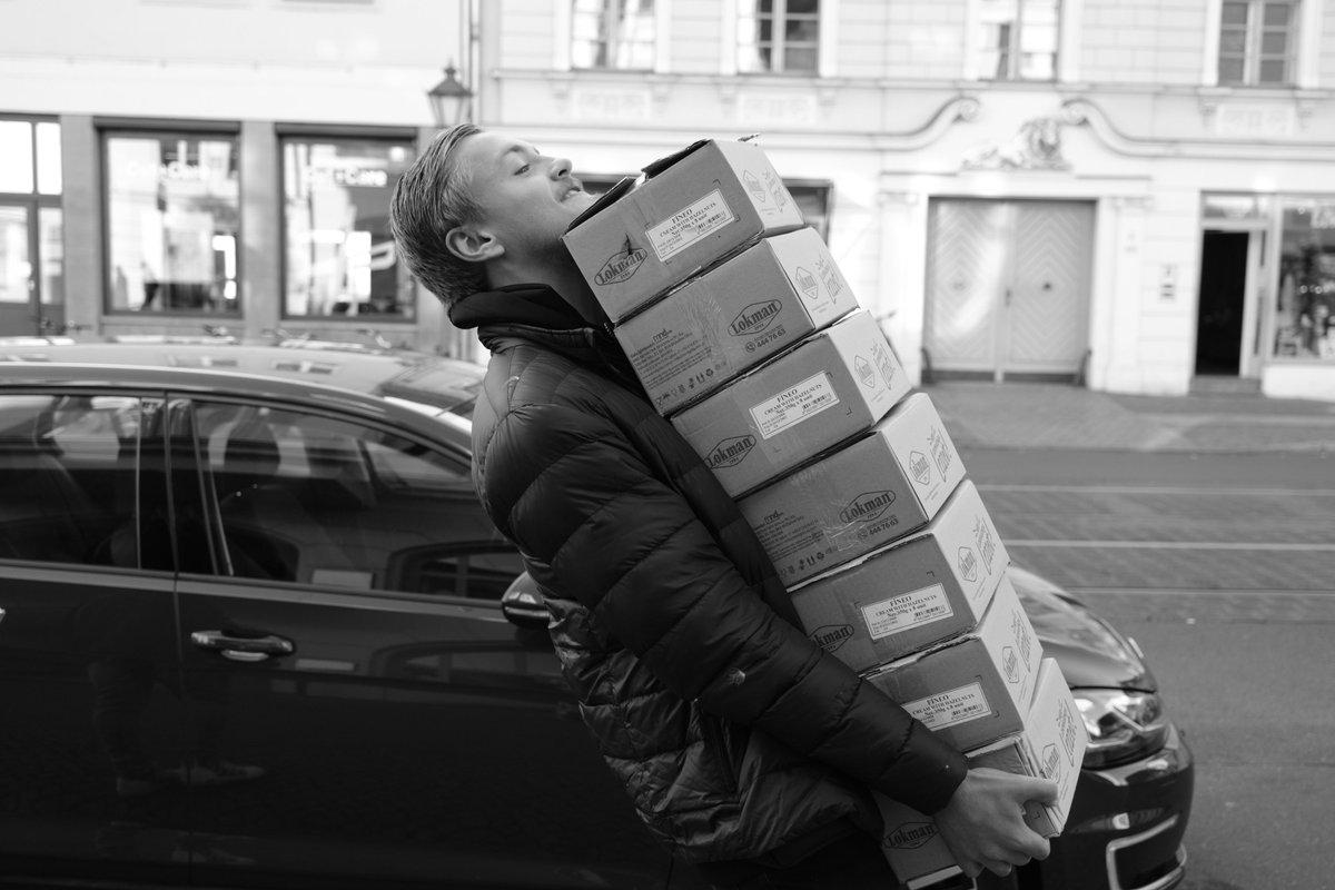 Potsdam'da çok çalışan bir erkek.  Potsdam, Germany 11 Ekim 2021  #Potsdam #Germany
