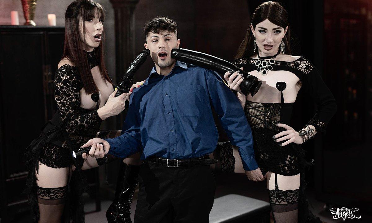 Natalie Mars, Melanie Brooks Go 'No-Bra Kadabra' for TransAngels avn.com/business/artic… @thenataliemars @tsmelaniebrooks @transangelsxxx