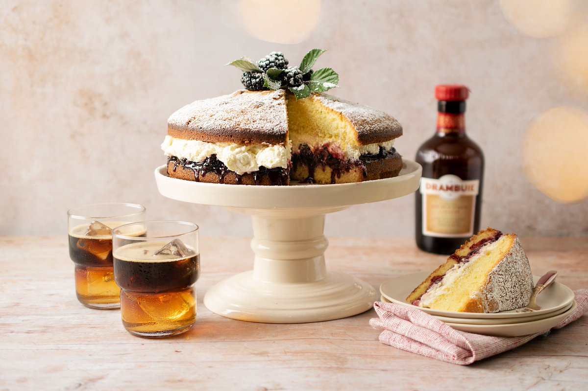 Using honeyed spiced #IsleOfSkye liqueur, Drambuie, I've added to my duck egg sponge with blackberry jam from Islands to Highlands! Delicious, especially when paired with Drambuie Iced Espresso 👉 jamesmartinchef.co.uk/recipes/duck-e… & Drambuie.com #ad #DrinkResponsibly #drinkaware
