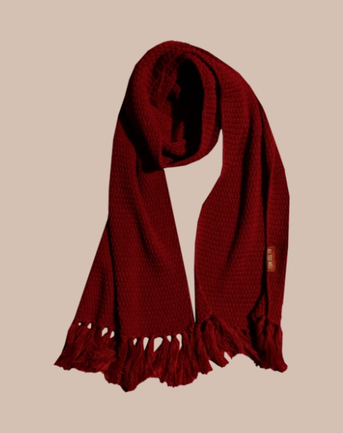 WE HAVE AN ALL TOO WELL SCARF. OH MY GOD. IT IS SO BEAUTIFUL. #RedTaylorsVersion #itsredseason