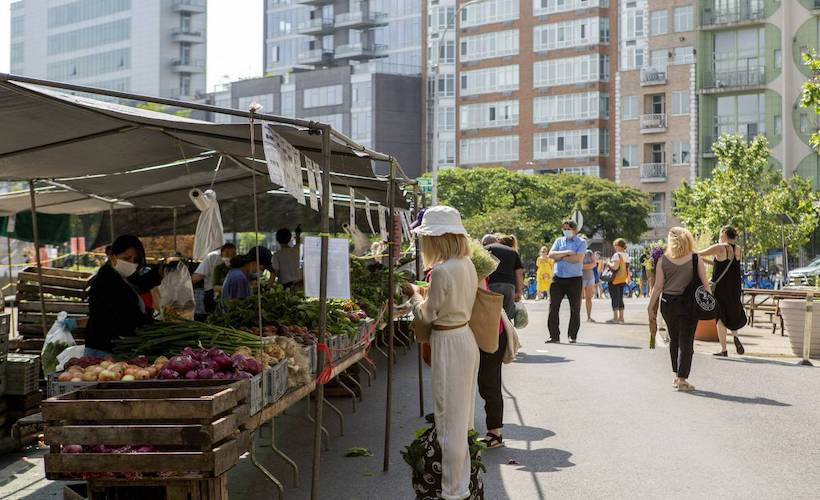 How to Go to the Farmers Market Without Being Like, 'I'm at the Farmers Market!': ow.ly/sa7x50GvJpA