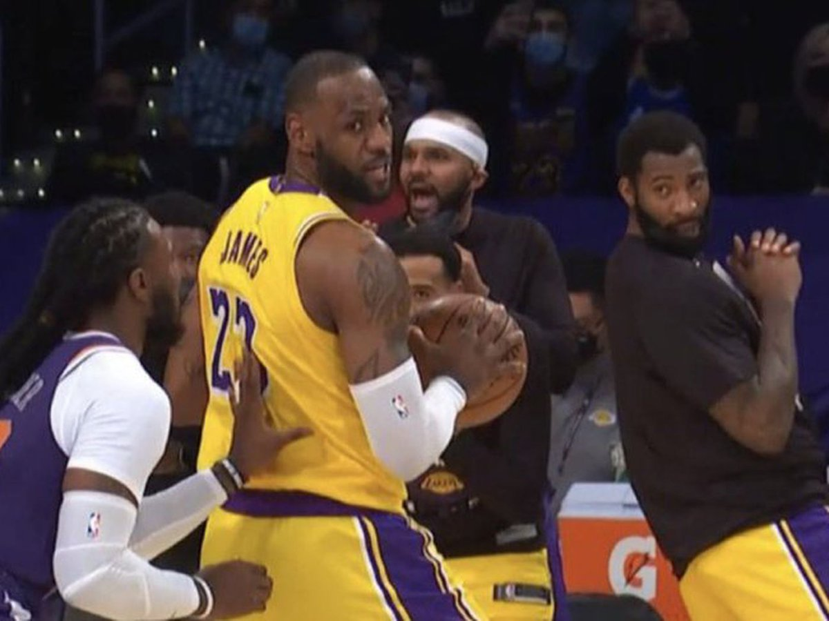 The Lakers have been 0-11 since this 🤷♂️