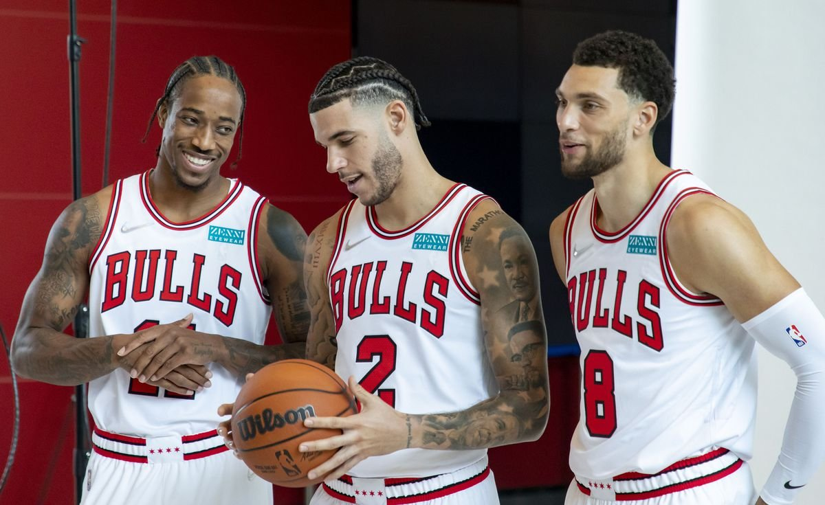 The Bulls Big 3 went OFF today in Lonzo Ball's first game against his former team 👀 Zach LaVine: 32 PTS, 6 REBS, 5 ASTS 11-of-19 FG, 6-of-9 3PT, 4-of-5 FT DeMar DeRozan: 26 PTS, 6 REBS, 4 ASTS 9-of-20 FG, 8-of-9 FT Lonzo Ball: 17 PTS, 10 REBS, 10 ASTS 6-of-11 FG, 3-of-8 3PT