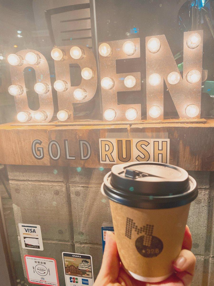 おでかけ中に、外が寒いのでホットラテをテイクアウト🚶♀️☕️✨『MONDIAL KAFFEE 328 GOLD RUSH』🎶夜道のコーヒーが、なんだかエモい季節になりましたね☺️💕#カフェ#カフェ巡り