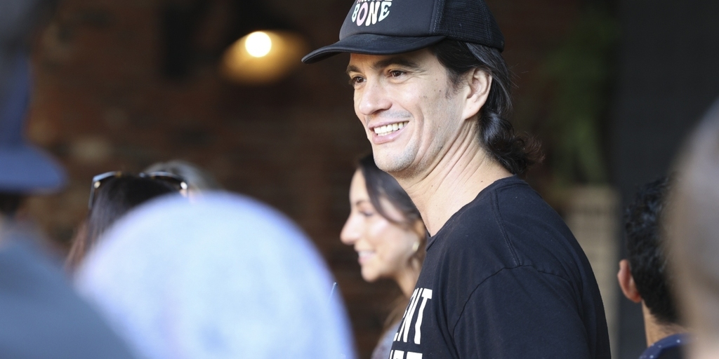 Is former WeWork CEO Adam Neumann preparing his second act? https://t.co/a8M6XyBsZ3 https://t.co/tJ7cFdSYy5