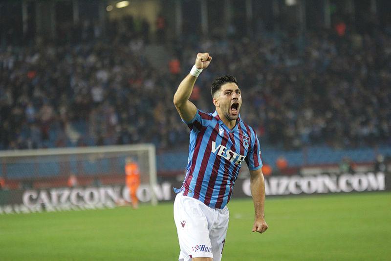 SABAH.COM.TR ÖZEL | Trabzonspor'un yıldız ismi Bakasetas, son antrenmanda arka adalesinden sakatlık yaşadı. MR'ı çekilen Bakaetas maça yetiştirilmeye çalışılıyor. @yunusemresel