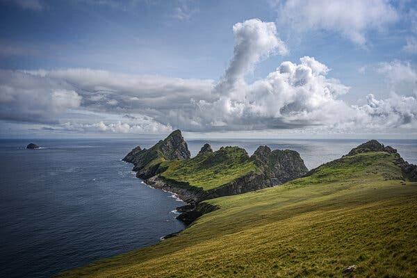 St Kilda archipelago, Outer Hebrides. The spindly island of Dùn, with the adjacent island of Hirta in the foreground. In the distance, on the left, is Stac Levenish. (2021) Pic: Stephen Hiltner.