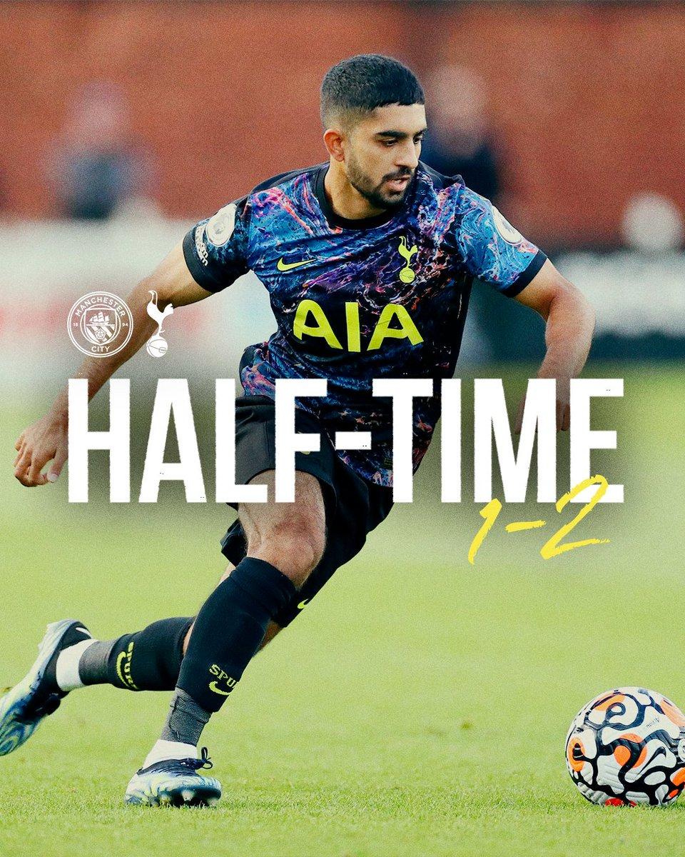 Nos U23 mènent à la pause à Manchester. Après avoir été menés au score par Oscar Bobb à la 12e minute, les buts de Dilan Markanday et Harvey White ont fait basculer le match.