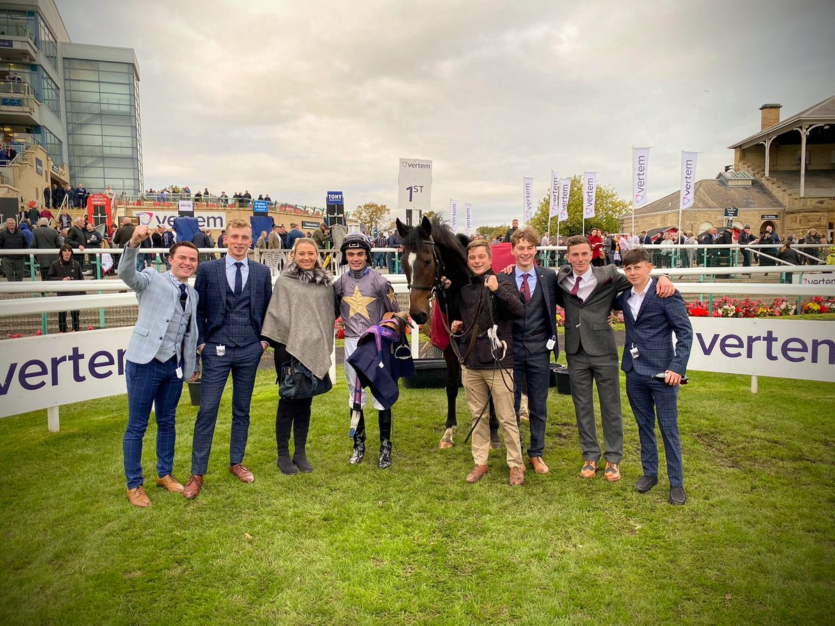Fire from Wire 🔥!! Brilliant weight-carrying performance from GABRIAL THE WIRE @DoncasterRaces 💥🎉! Fantastic that a good number of the team were there to cheer him home 😁! Very well done to @drmarwanK, @murtagh_connor and winning groom Joe Norris 👏👏👏  #saturdaysuccess