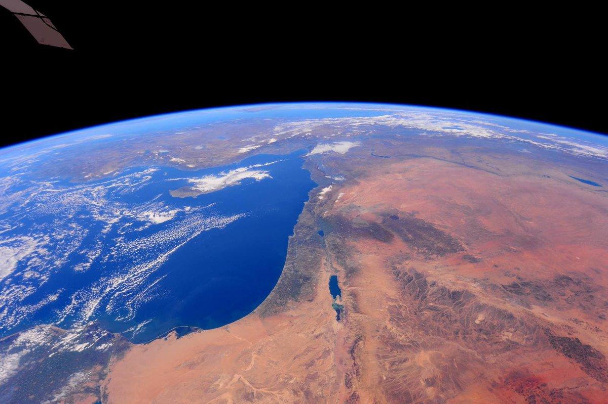 رائد الفضاء الأمريكي باري ويلمور التقط هذه الصورة الخلابة لإسرائيل من محطة الفضاء الدولية  …