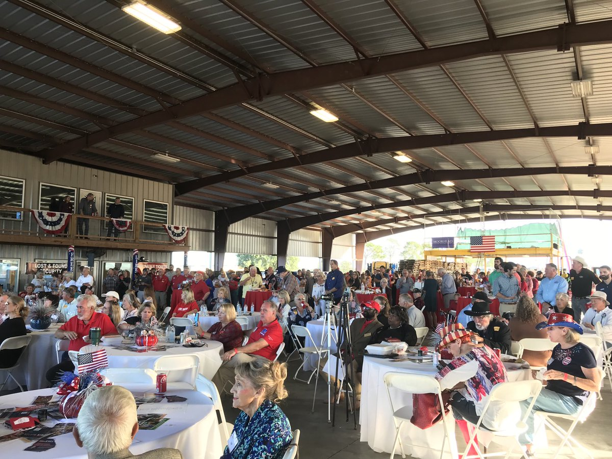 Good to see so many friends at the 2nd Congressional District GOP's South Georgia Rally and Low Country Boil!! We talked about securing our borders, growing our economy, and keeping our kids safe on the streets. 🇺🇸