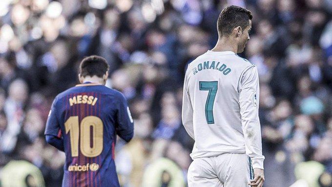 Demain se jouera le premier Clasico sans #Messi et #Ronaldo depuis près de 17 ans. Au 21e siècle, seuls 12 Clasicos se sont déroulés sans les deux 'GOAT' :  🟩 3 victoires du Barça 🟨 5 matchs nuls 🟩 4 victoires du Real Madrid