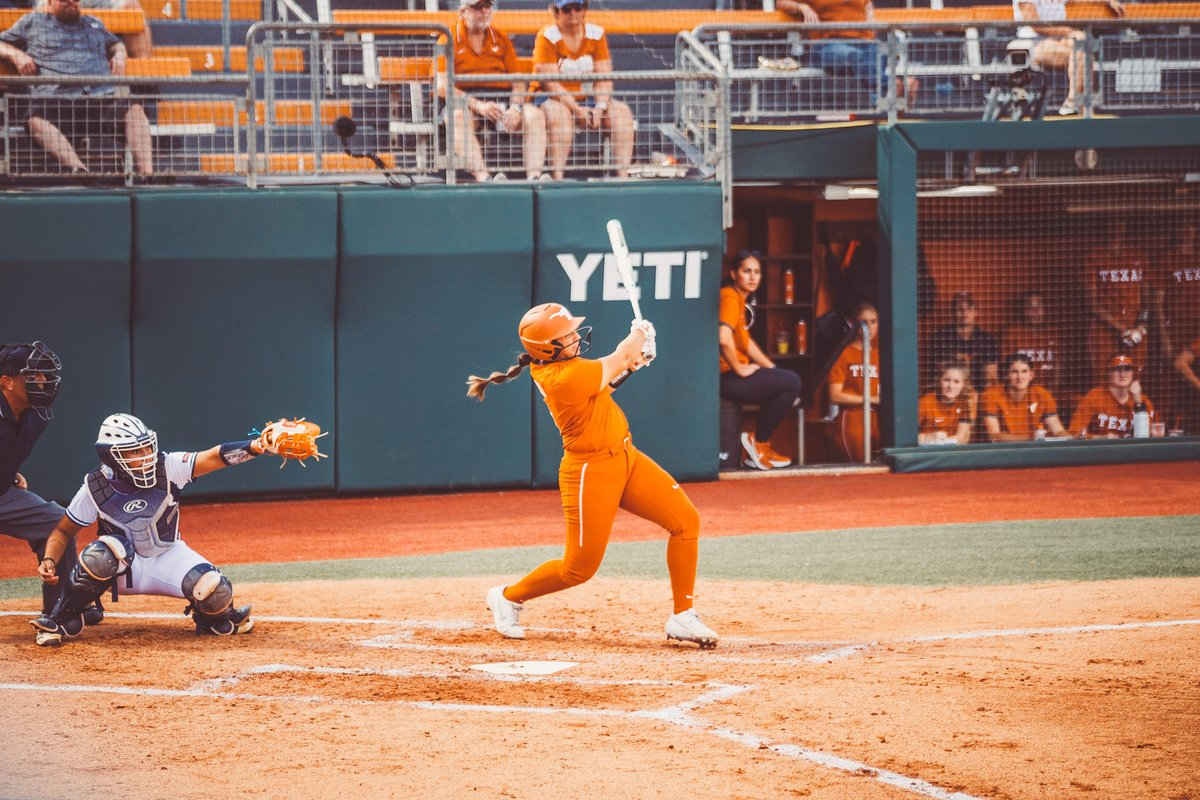 We're through two complete against UTSA with the Horns in control! 🤘  E2 - UTSA 0 - TEXAS 12