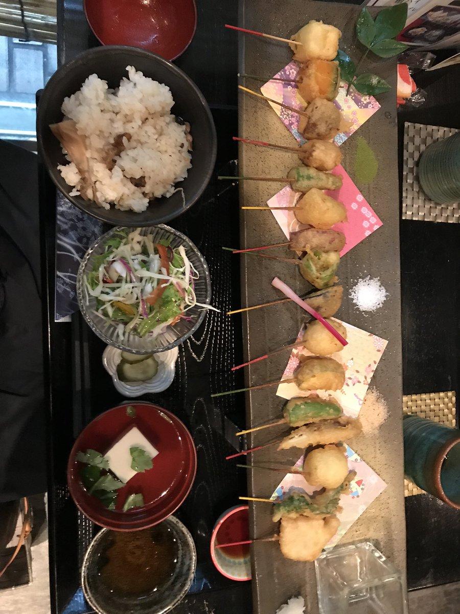 test ツイッターメディア - レノサポさんがたくさん京都来られてるみたいで、京都在住として嬉しい…😊1つ私のめっっっちゃおすすめのランチなんですけど、四条通の八坂神社近くに舞妓飯っていうご飯屋さんがあります!いろんな種類の一口串があって、全部美味しいです🤤観光される方はぜひ!ただし店は結構ちっちゃいです😂 https://t.co/IgJC0LAoyh