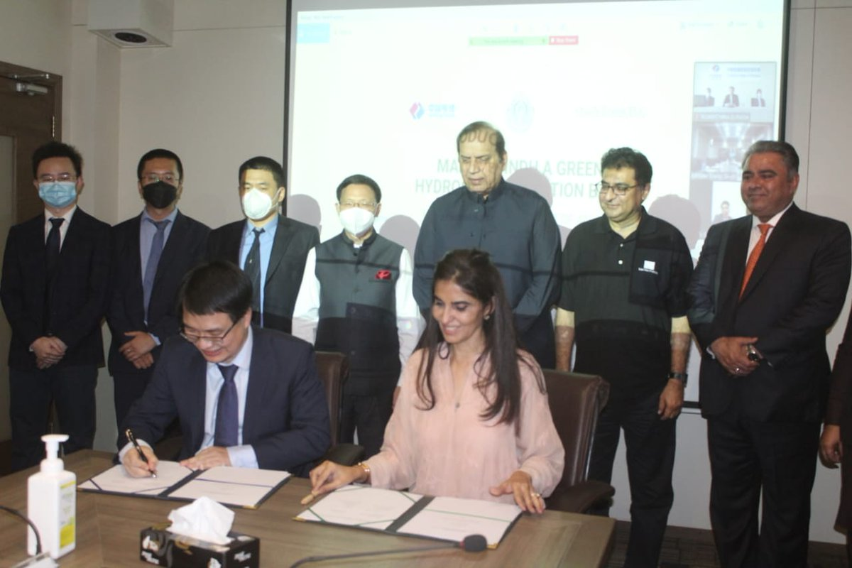 Twitter Update @OraclePowerPlc H.E. Li Bijian Consul General of China in Karachi witnessed MoU signing of Sindh's historic Green Hydrogen project @Naheed_Memon CEO of #ORCP, Mr Yang Jianduo, Chief representative in Pak of Power China International via @ImtiazshaikhMPA https://twitter.com/Share_Talk/status/1451897244140113926
