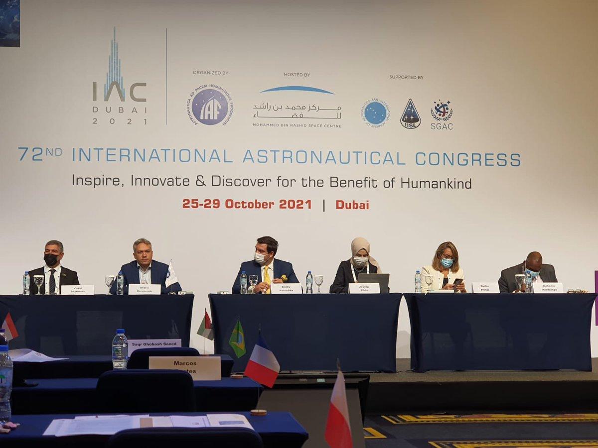 """Uluslararası Uzay Konferansı dolayısıyla Dubai'deyiz.📍  Ülkelerimizdeki kamu hizmetlerinin yürütülmesinde uydu teknolojilerinin kullanımı bağlamında, """"Hayat Eve Sığar"""" uygulamasına ilişkin bir sunum gerçekleştirme imkanı buldum.  #GökyüzüneBakAyıGör #GöğeBakın 🌟"""