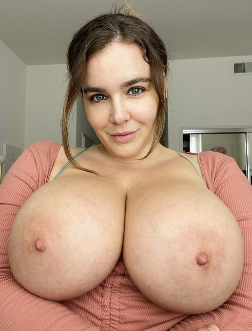 2 pic. Tell me the truth… do you ever get sick of my boobs?   https://t.co/arM5DTJs6h https://t.co/d