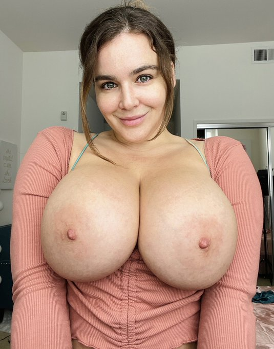 1 pic. Tell me the truth… do you ever get sick of my boobs?   https://t.co/arM5DTJs6h https://t.co/d