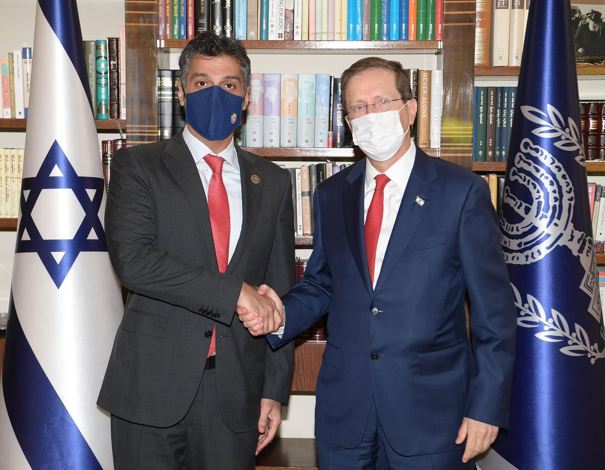 التقى سفير الامارات لدى إسرائيل @AmbAlKhaja برئيس الدولة @Isaac_Herzog واعرب الرئيس عن امله في أن…