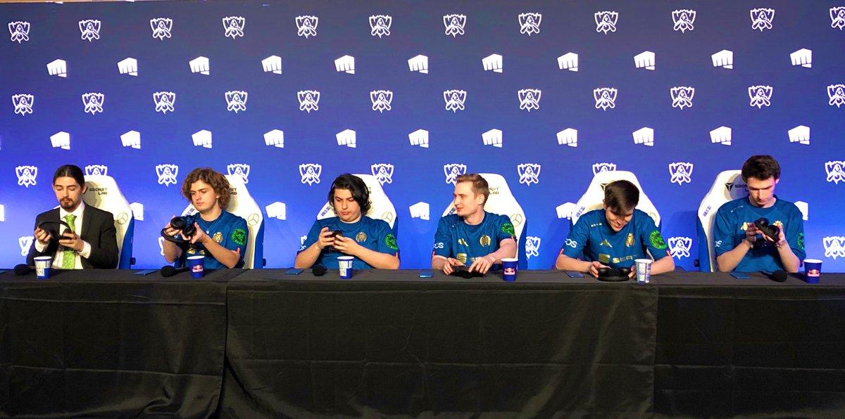 RT @MADLions_EN: Lions at Press conference https://t.co/k82n8f4e5J