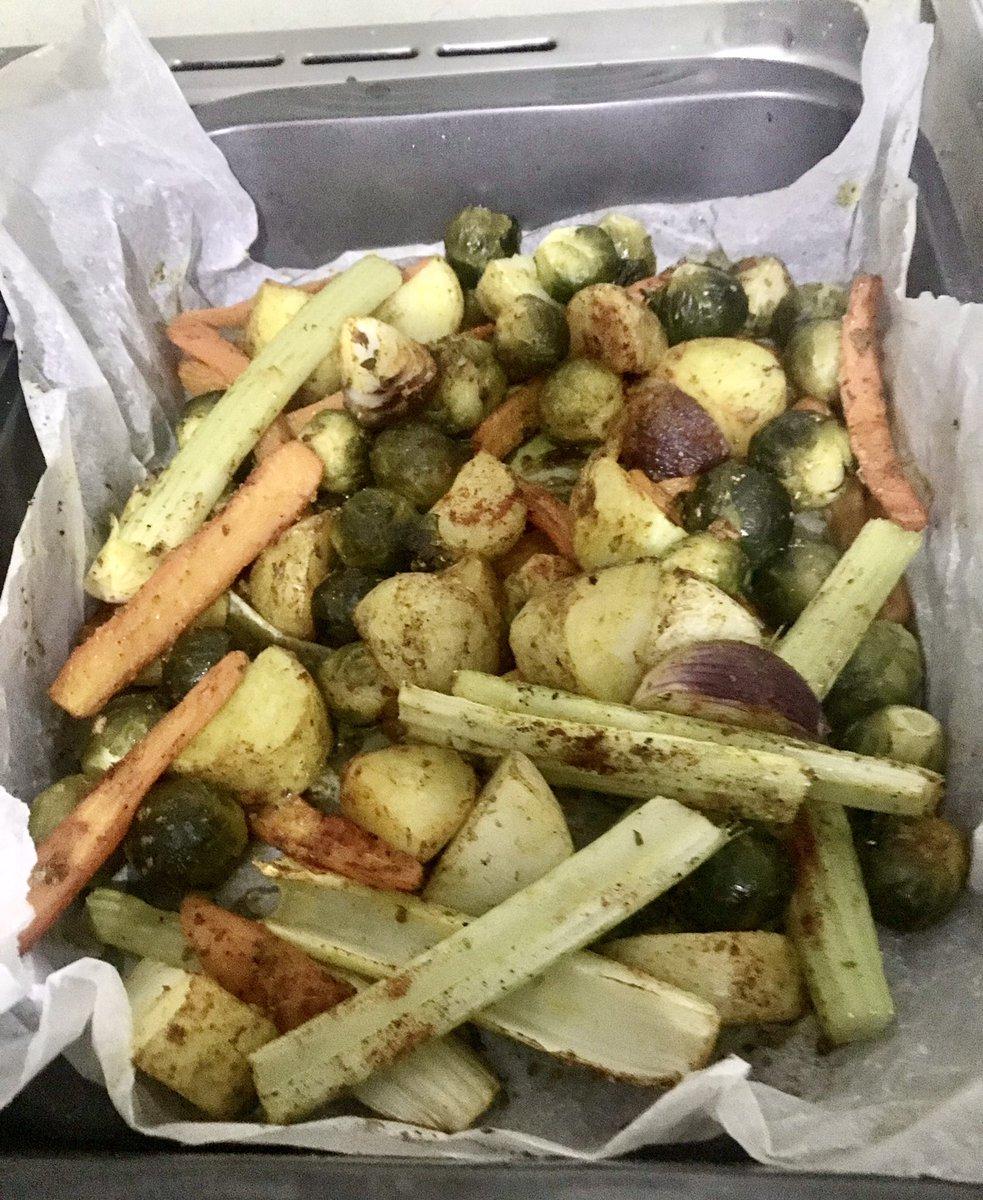 I'm sooo #vegan this evening 😁 #veggies roasted  #food #icook #inthekitchen