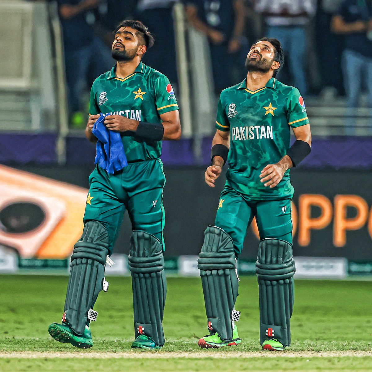 What a performance from this duo 🙌   Sum up their display in one word in the comments below 👇   #INDvPAK | #T20WorldCup https://t.co/WcF38QrJWZ