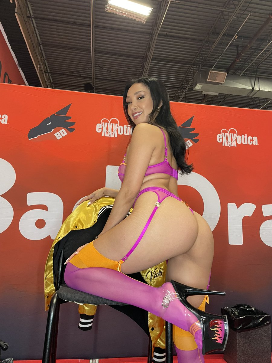 @VickiChase is spectacular at the @bad_dragon area of @EXXXOTICA - look for her in the upcoming @XCritic Photo Gallery 🔥🔥🔥🔥 @TheDonJuanXXX till then- give a follow and check her @onlyfans ❤️🔥🔥>>> onlyfans.com/vickichase
