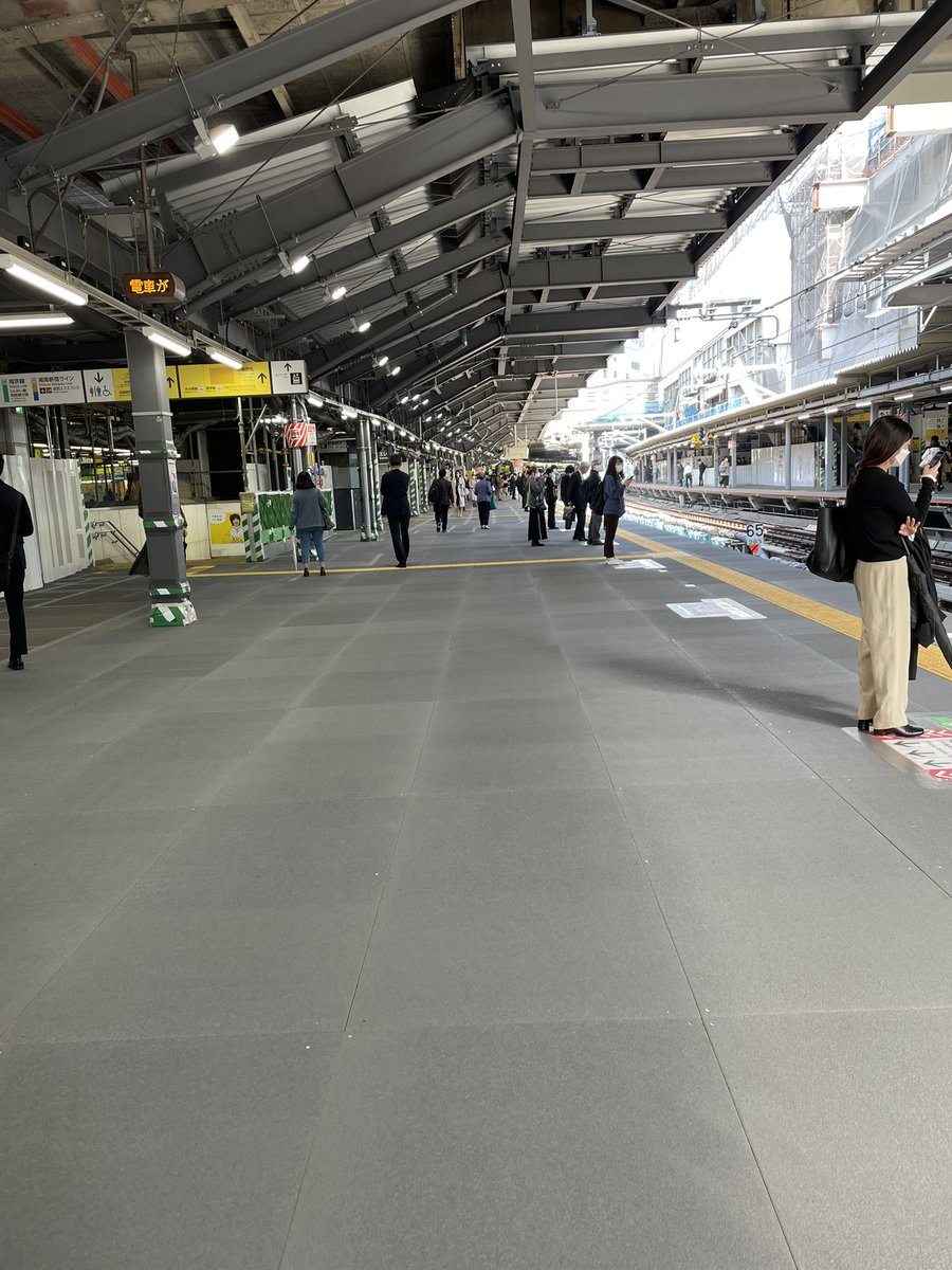 すごい。これがあの渋谷山手線ホームなのか。一瞬路線間違えたかと思った。