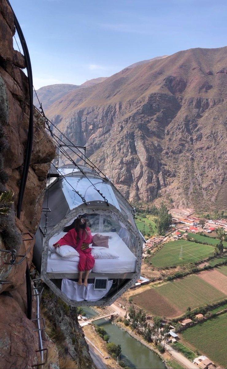 ペルーで泊まった崖の上にある鏡ばりのカプセルホテル!今まで泊まったホテルの中で、一番思い出に残る体験ができました。本気で!!