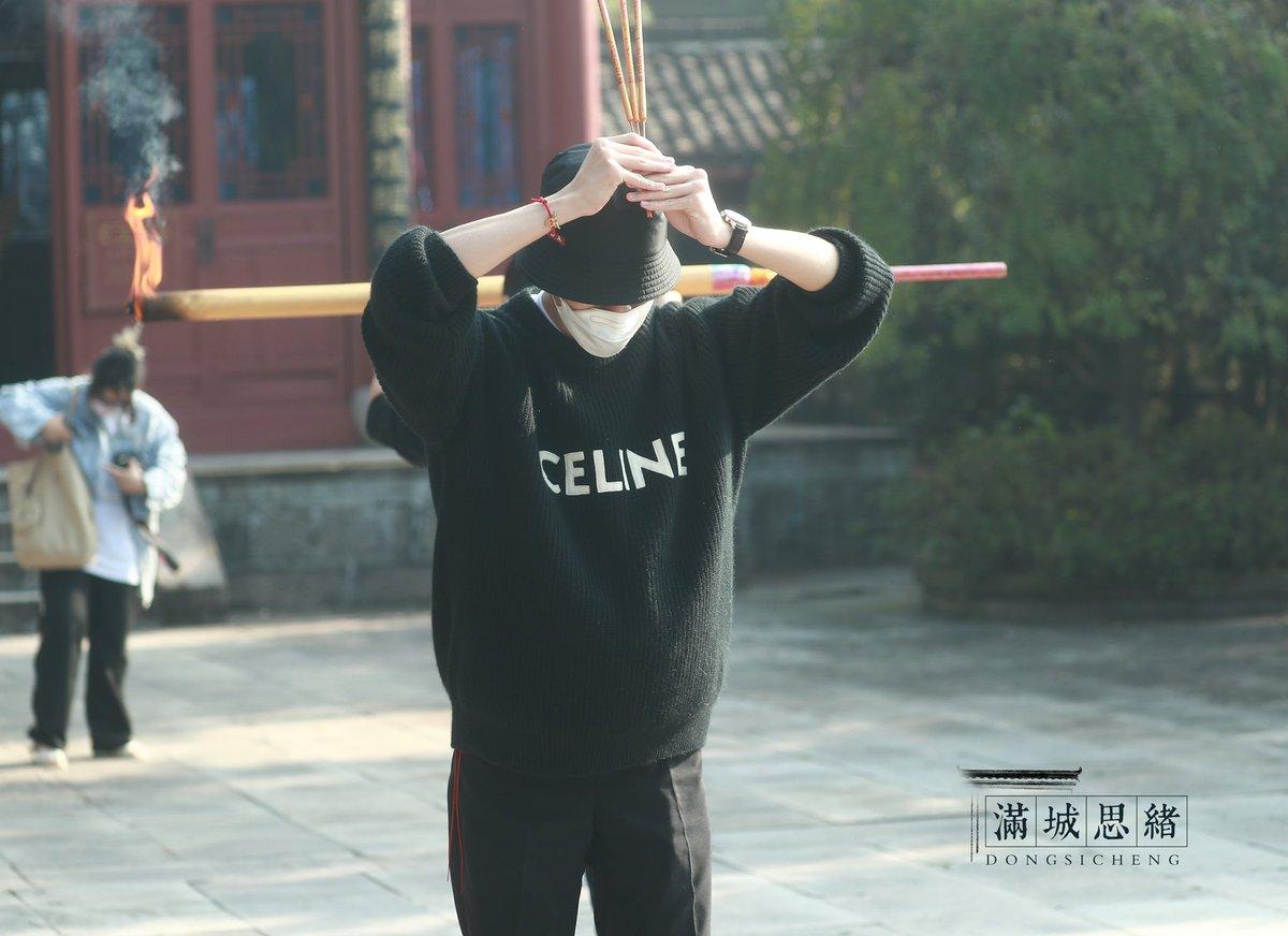 211025 วินวินที่งานเปิดกล้องละครเรื่อง 如月<Ru Yue> ค่ะ  ยินดีกับคุณนักแสดงต่งซือเฉิงด้วยนะคะ🥺❤️ Cr.满城思绪-董思成 #WayV #WeiShenV #威神V #WINWIN #董思成 #윈윈