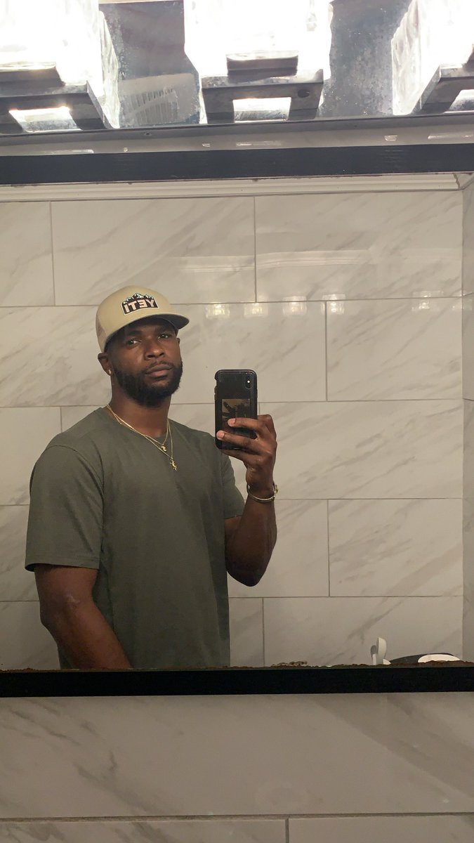 Bathroom pics always win. 🏆