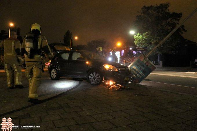 Inzittenden gevlucht na crash met auto https://t.co/3hEFcpMwZJ https://t.co/fBsdUsUus2