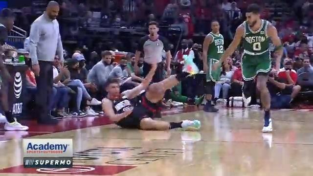EKSTRA ÇABA ➡️ @AlperennSengun Tek Bir Hareketle Hem Topu Çaldı, Hem de Asisti Yaptı! 💪 #NBA75