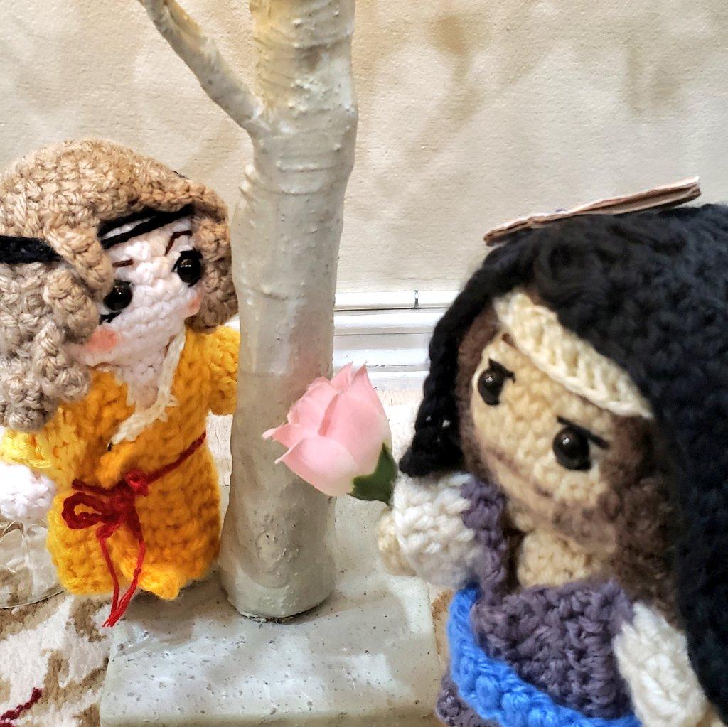 Jihwa and MM, under a tree 🥺    My first time making crochet dolls, but I love them so much 😭💖 characters belong to @ByeonDuck_   #PainterOfTheNight #야화첩 #夜画帳 #Jihwa #mumyehwa